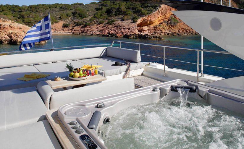 Dragon-yacht-jacuzzi