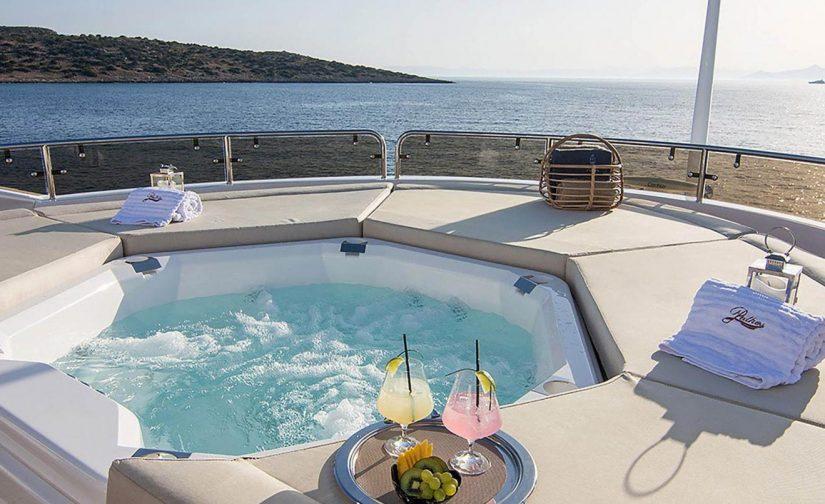 Jacuzzi-motor-yacht
